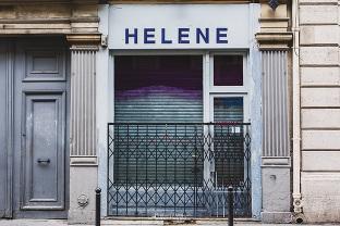 Hélène devanture de boutique