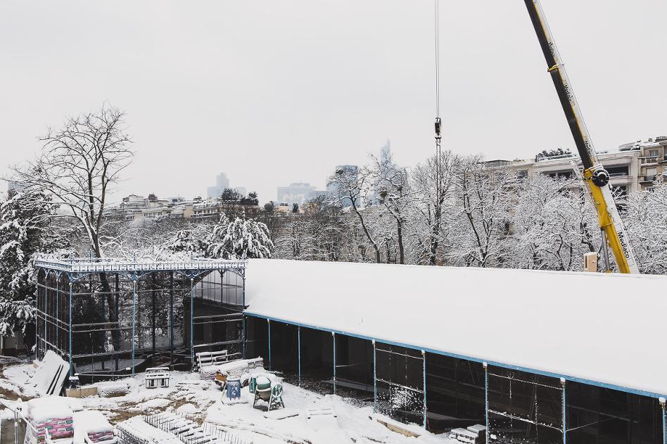 travaux de chantier à Paris sous la neige